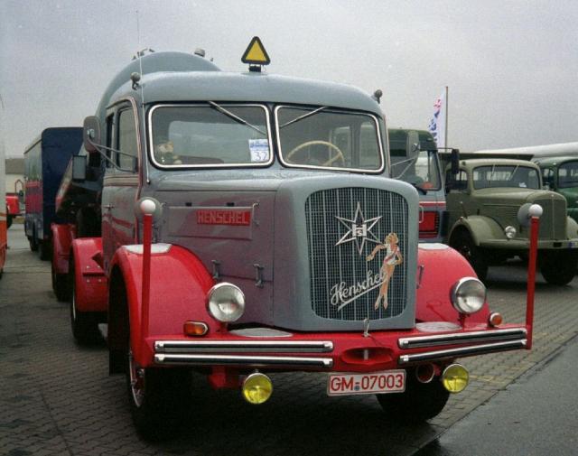 Henschel_HS_140_S_grau.jpg