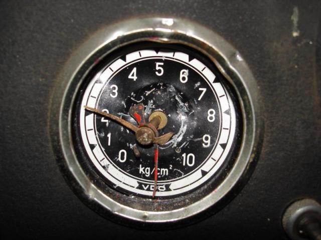 K800_Bremsluftmanometer_DSC00158.JPG