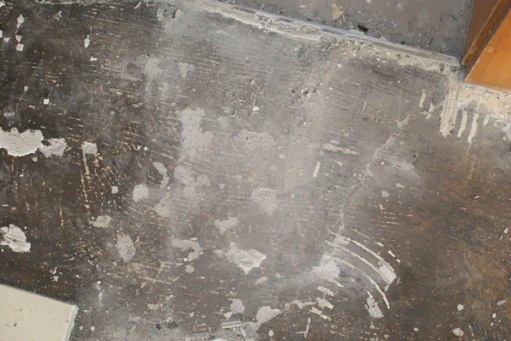 schwarzer bodenbelag gef hrlich baustoffe beim hausbau baumaschinen bau forum bauforum24. Black Bedroom Furniture Sets. Home Design Ideas