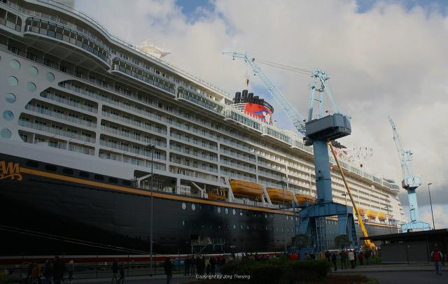 _Disney_Dream__Meyer_Werft_07._November_2010__4_.jpg