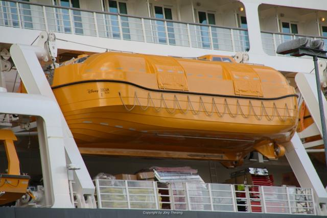 _Disney_Dream__Meyer_Werft_07._November_2010__7_.jpg