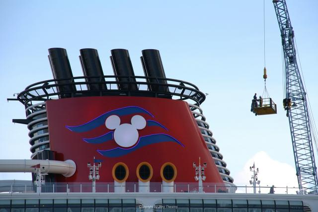 _Disney_Dream__Meyer_Werft_07._November_2010__14_.jpg