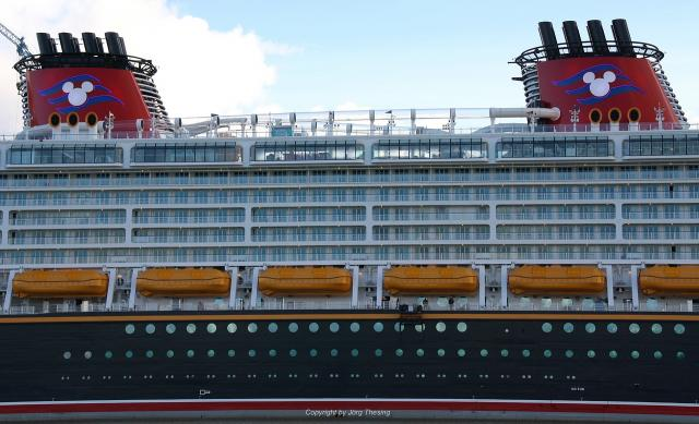 _Disney_Dream__Meyer_Werft_07._November_2010__15_.jpg