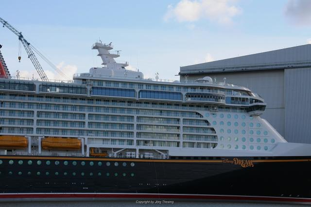 _Disney_Dream__Meyer_Werft_07._November_2010__16_.jpg