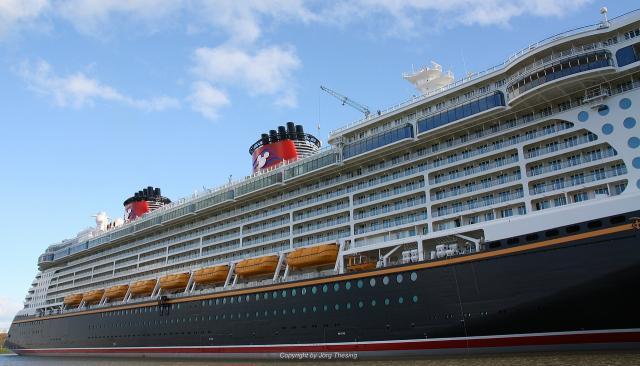 _Disney_Dream__Meyer_Werft_07._November_2010__21_.jpg