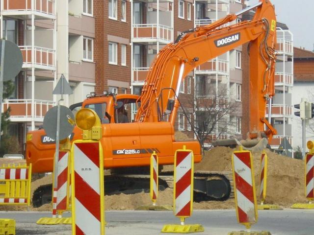 Doosan_DX_225_LC__09.03.2011__Bild_02.JPG