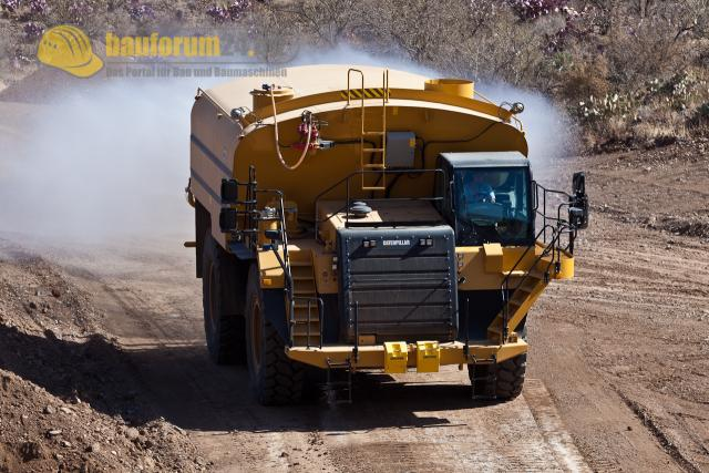 010_caterpillar_water_truck.jpg