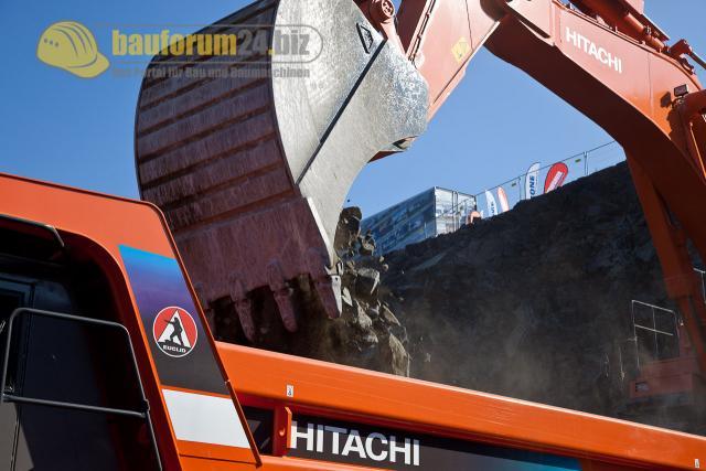 6_Hitachi870LCH_steinexpo2011.jpg