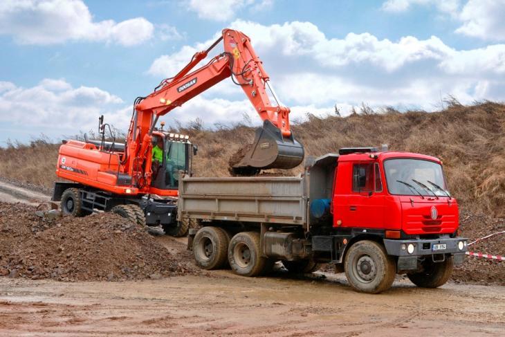 Doosan_Wheeled_Excavator_DX190W_3_Bucket_Truckloading_24_131016.jpg