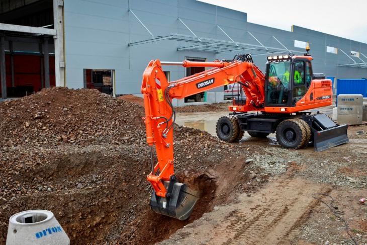 Doosan_Wheeled_Excavator_DX190W_3_Bucket_Construction_01_131113.jpg