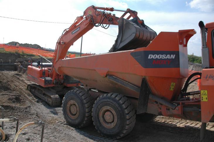Doosan_DX225NLC_Moxy_Dumper.jpg
