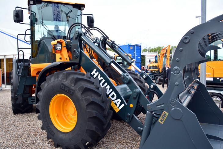 Hyundai_HL757TM_9A_2.jpg