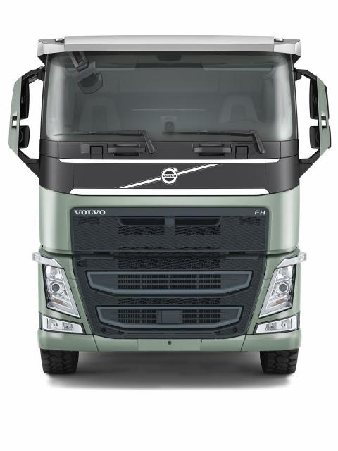 Volvo_FH_low_sleeper_cab_Bauforum24.jpg