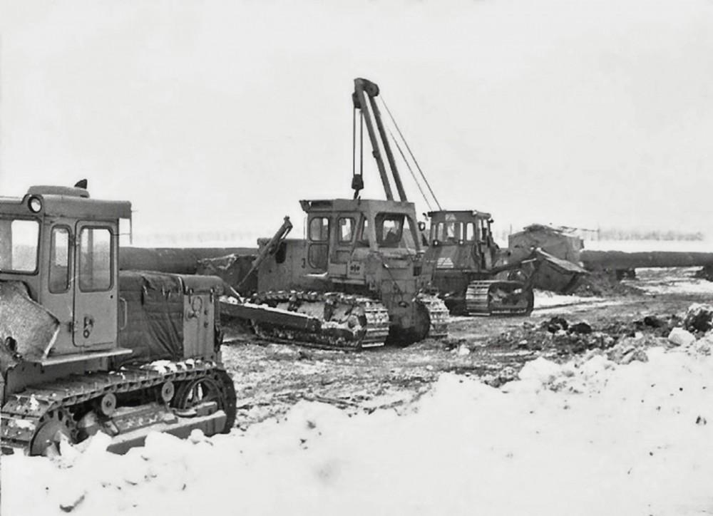D 155A T 130 Zugraupe und Fiatallis.jpg