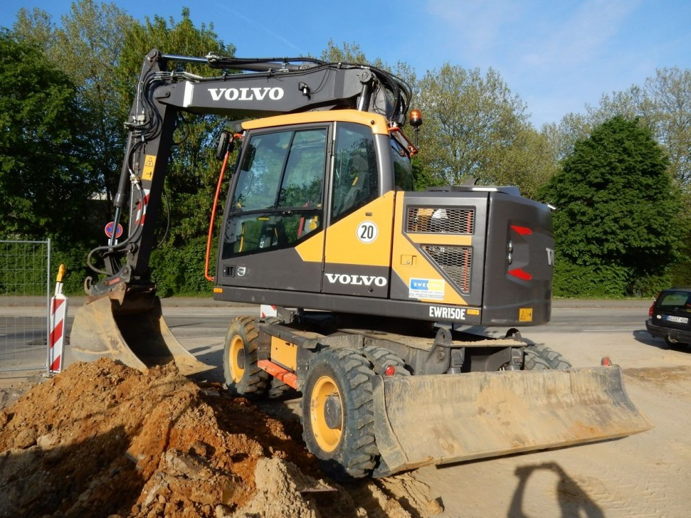 Dohmen Volvo EWR150E 01.jpg