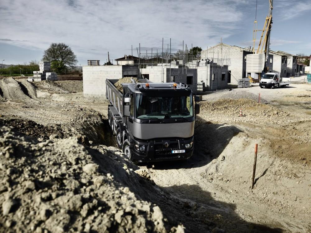 bf24-renault_trucks_c440_8x4_optitrack_6.jpg