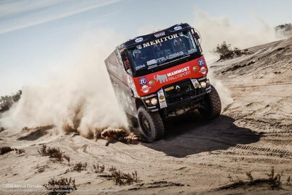 Renault_Trucks_MKR_Libya_Rally_K520_1.jpg