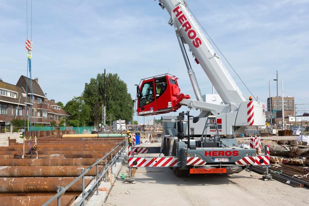 liebherr-mobile-crane-ltc1050-3.1-heros-cabin1-300dpi.jpg