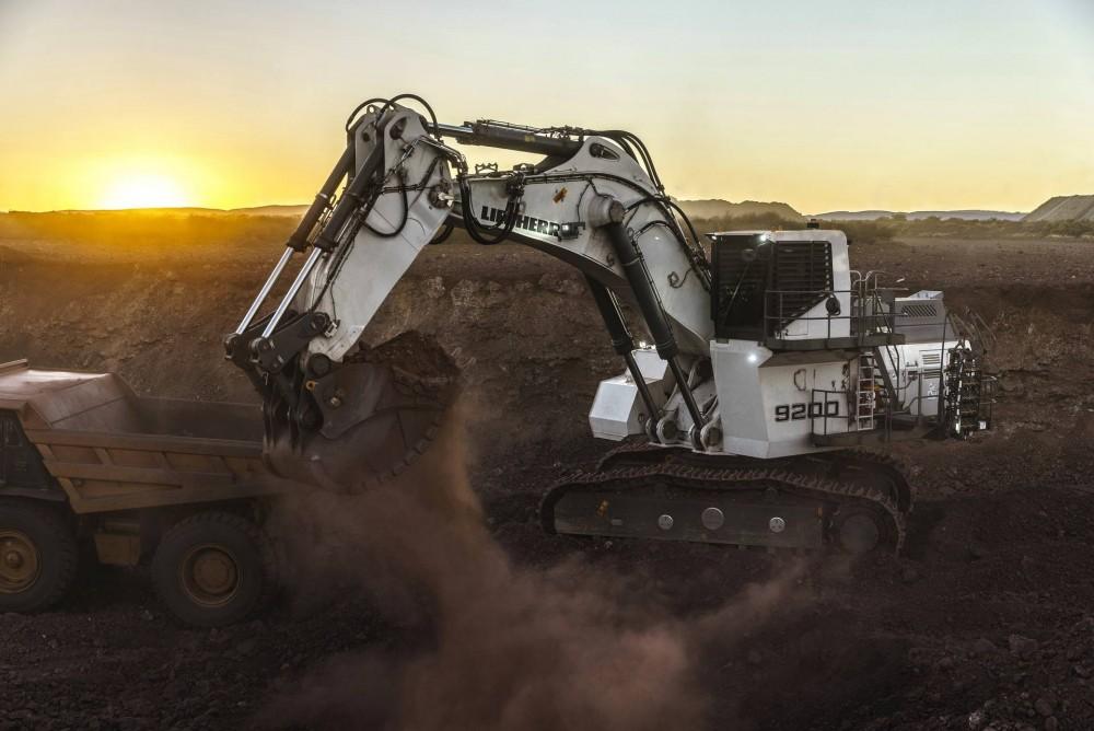 liebherr-r-9200-excavator-minexpo2016.jpg