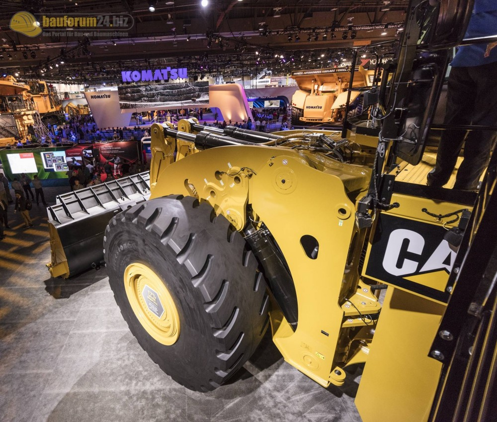 caterpillar-994k-minexpo2016-bauforum24-94.jpg