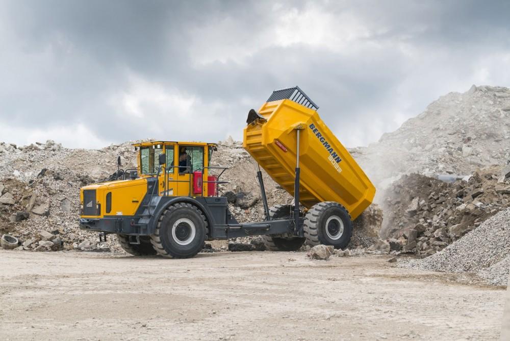 Der Bergmann 5025 HKwird ab Werk mit dem BKT Earthmax SR 41 in der Größe 23.5 R 25 bereift sein
