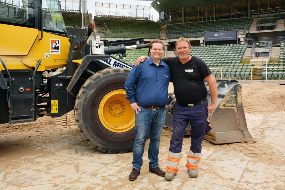 Stefan Hormann, Kundenberater Miete/Baushop bei HKL (l.) und Andreas Sonnenberg, Bauunternehmer der AS Erdbewegung