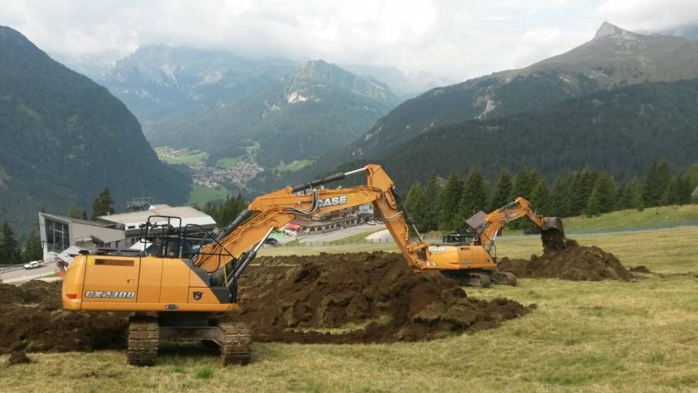 Il CX230D con il CX210D al lavoro in diurna_3989_Pressemeldung.jpg