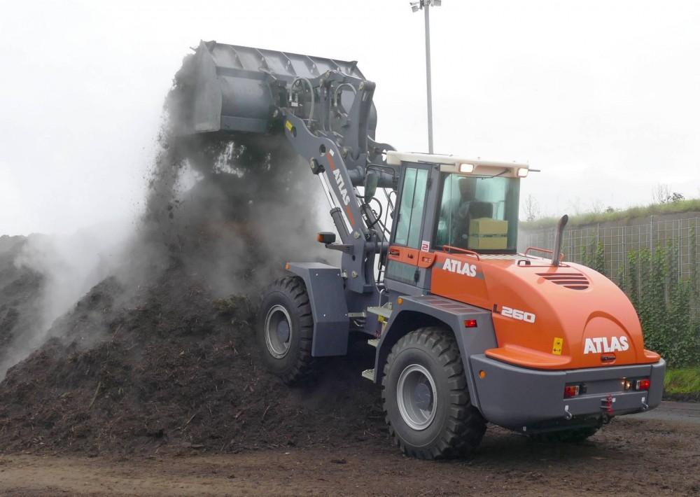 Der 14,4 t ATLAS Radlader L260 im Einsatz im Kompostwerk K-Nord