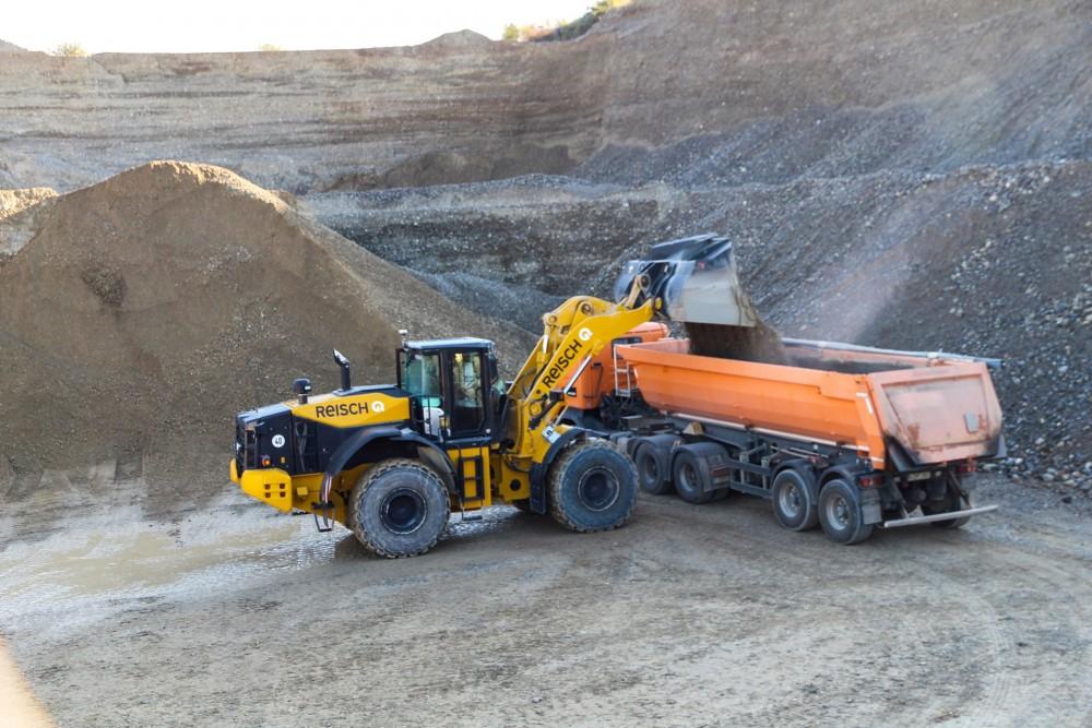 HitachiZW310-6Radlader im Einsatz in der Kiesgrube der Georg Reisch GmbH in Bad Saulgau