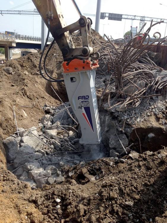 FRD Hydraulikhammer FXJ beim Rückbau der Brückenfundamente