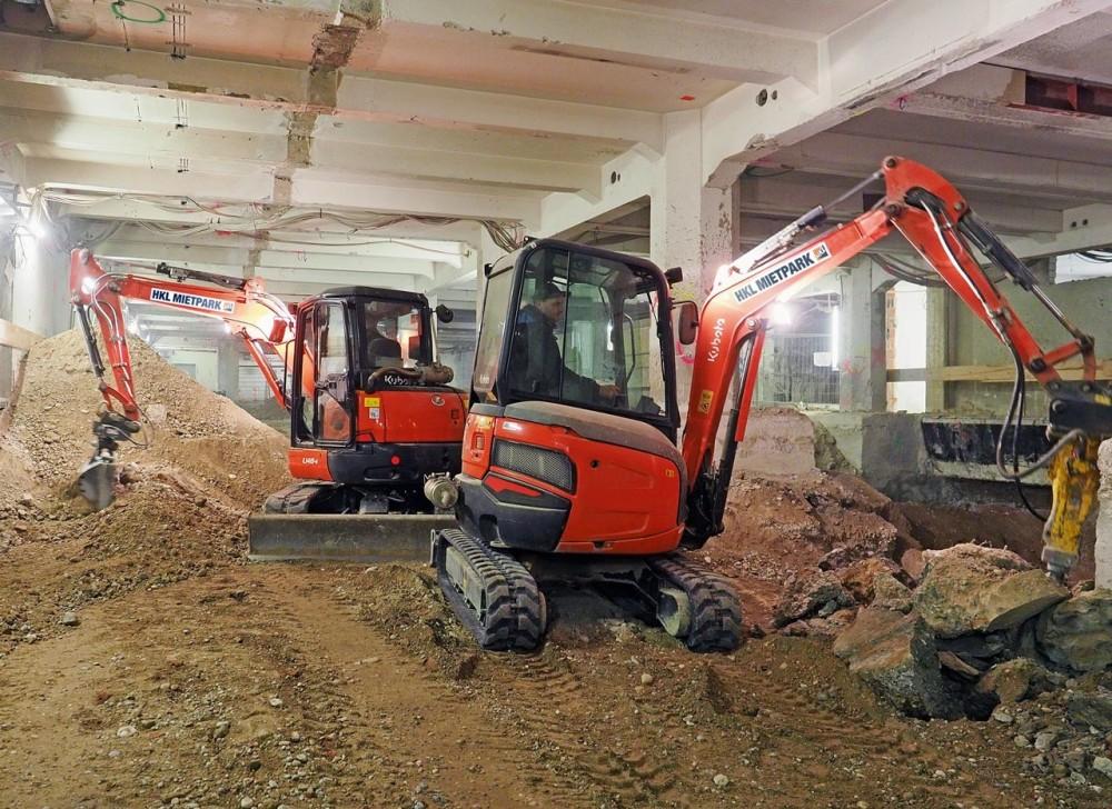 Für die Erdarbeiten im Kellerbereich des Deutschen Museums stellte HKL kompakte Maschinen mit Rußpartikelfiltern zur Verfügung