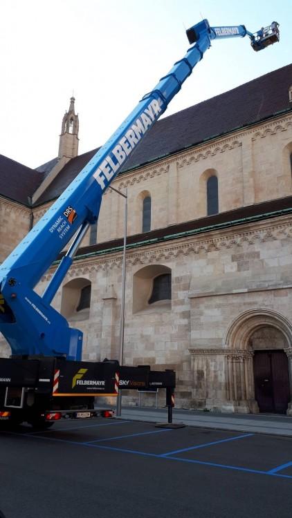 Erster Einsatz des RUTHMANN SKYperformance STEIGER®s T 900 HF von FELBERMAYR am Dom von Wiener Neustadt in Österreich