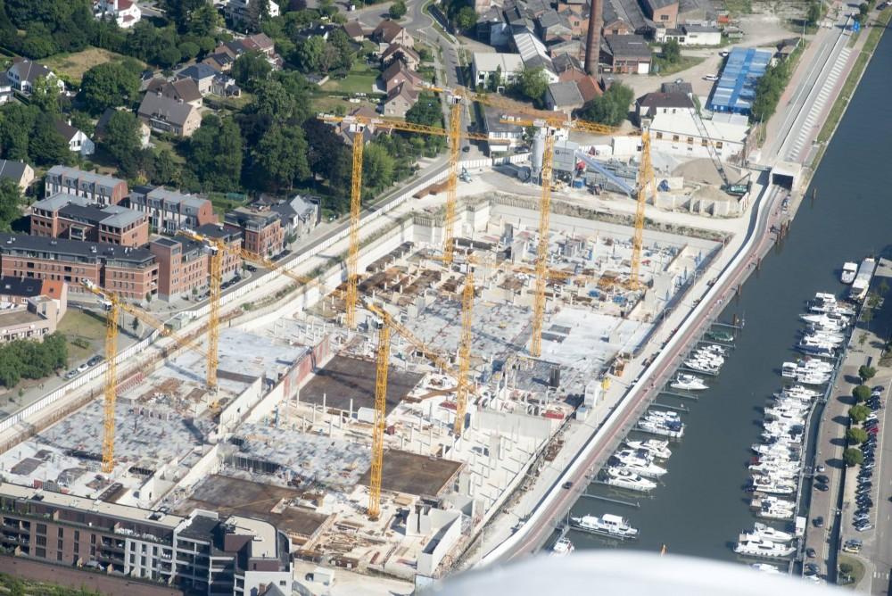 """Im Auftrag von STRABAG Belgium NV bauen acht WOLFF Krane dasStadtviertel """"Quartier Bleu"""" am Yachthafen von Hasselt"""