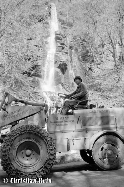h-sw-1019-1-Lader Ahlmann am Trusetaler Wasserfall um 1958-08.jpg
