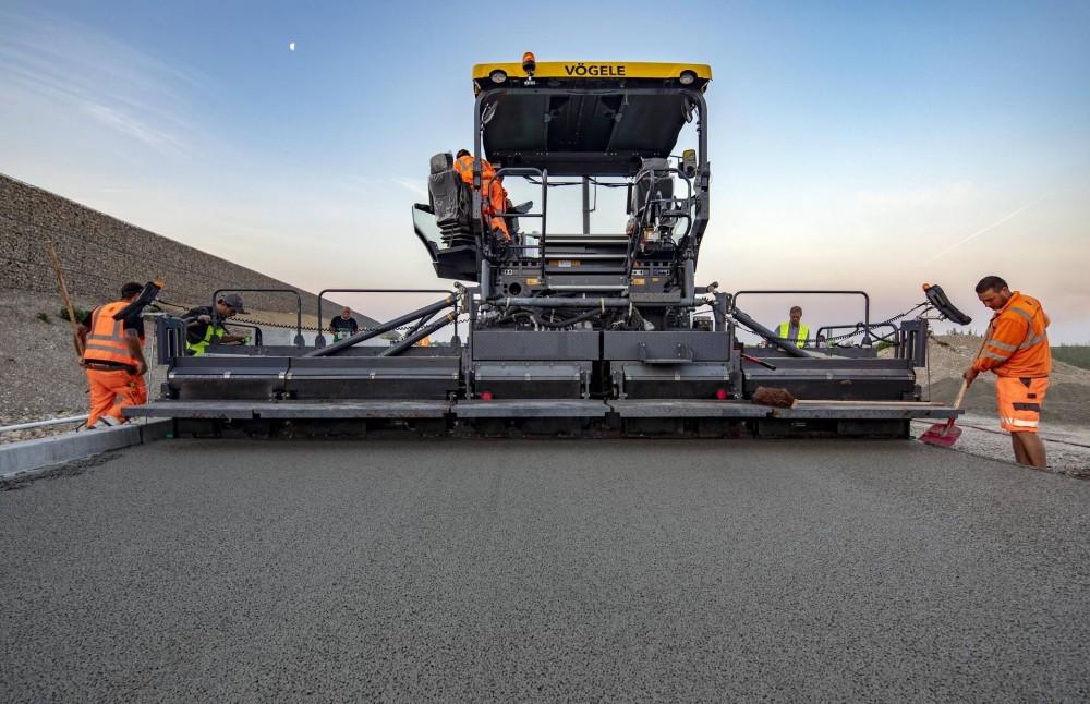 Pervacrete kann im Verkehrswegebau als Trag- und/oder Deckschicht für sehr heterogene Anwendungsbereiche eingesetzt werden und reduziert die Gefahr von Aquaplaning und Sprühnebel