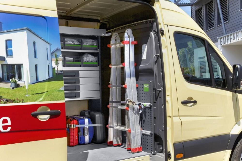 Ladungssicherung und Stauraumorganisation mit der bott vario Fahrzeugeinrichtung