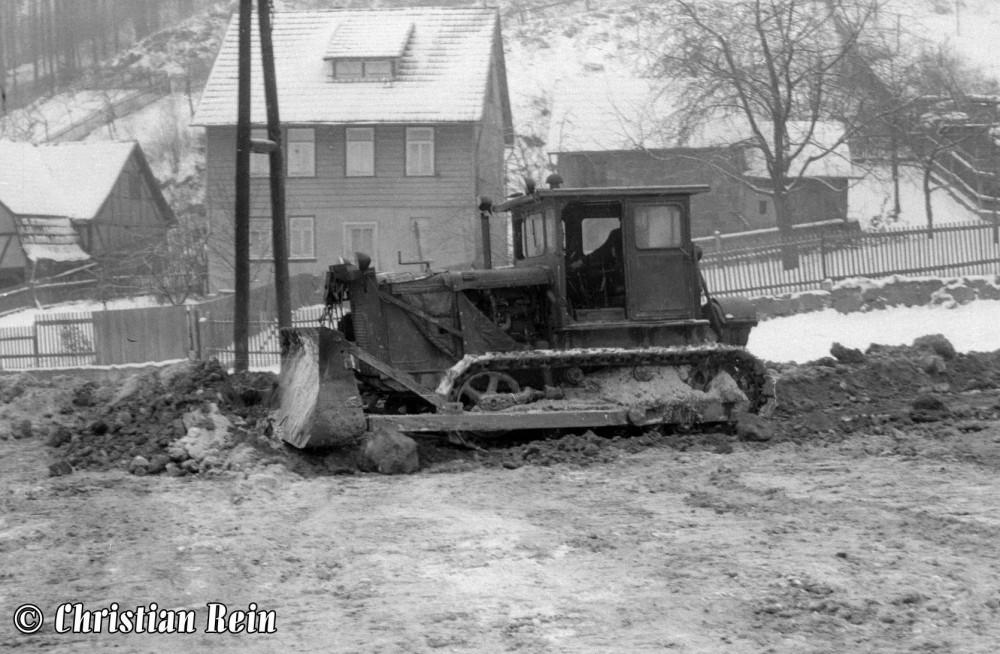 h-sw-034-27-Film2-Kettenraupe S80 Eisstadion Hammerrasen November 1963-70.jpg