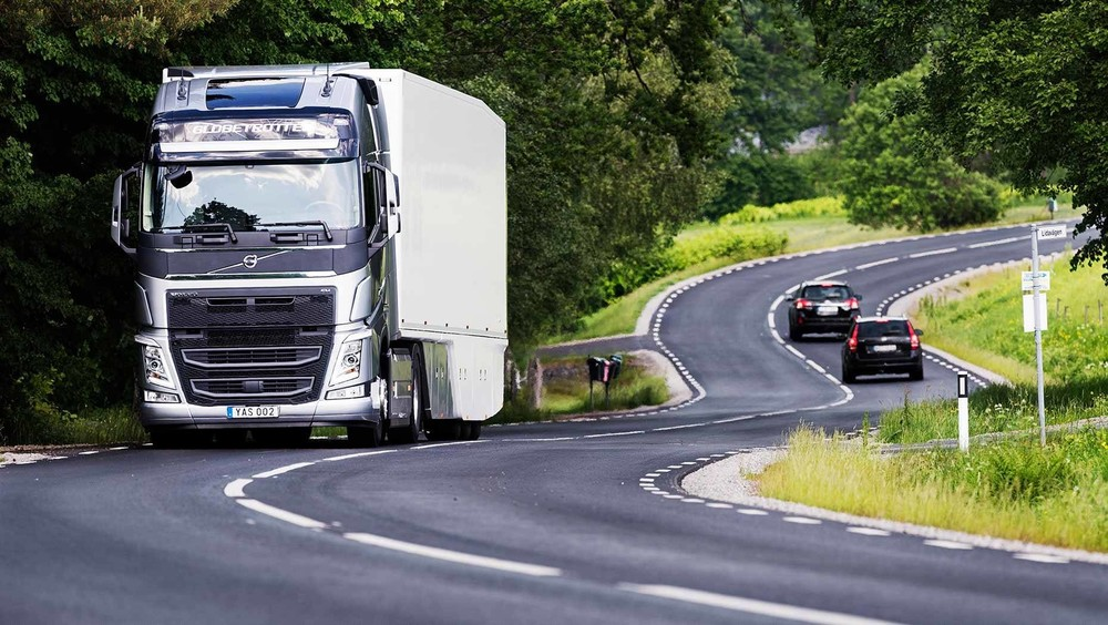 Volvo-long-haul-2-1860x1050_1920.jpg