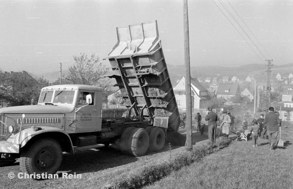 h-sw-056-13-Film3-KrAZ 222 (Straßenbau-Teer am Kirchberg) Samstag 27.10.73-55.jpg
