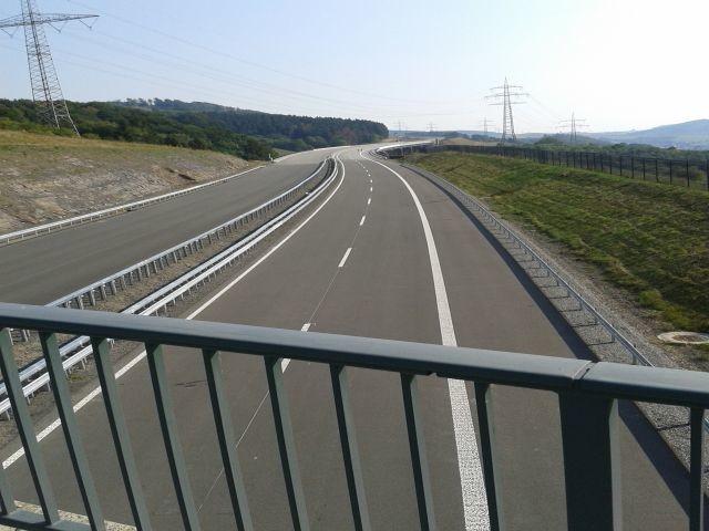 20190825_Autobahn_Makierung.jpg