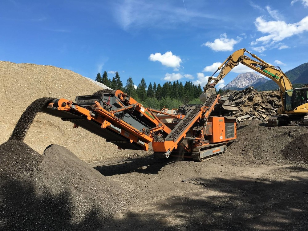 Pic1 R1100DS-Asphalt-Recycling_Urschitz (1920).jpg