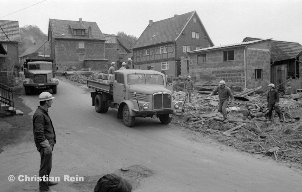 h-sw-060-04-Film3-Abbruch der Häuser Eisensteinstraße 12 und 14 mit LKW KrAZ 222B und S4000 Mai 1977-23.jpg
