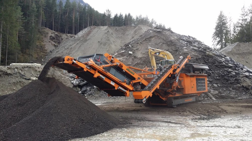 Pic5 R1100DS-Asphalt-Recycling_Urschitz (1920).jpg