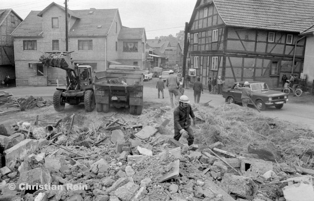 h-sw-060-04-Film3-Abbruch der Häuser Eisensteinstraße 12 und 14 mit Lader HON 053 und LKW KrAZ 222B Mai 1977-33.jpg