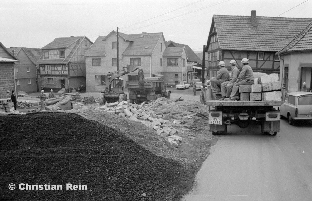 h-sw-060-04-Film3-Abbruch der Häuser Eisensteinstraße 12 und 14 mit Lader HON 053, LKW KrAZ 222B und S4000 Mai 1977-25.jpg