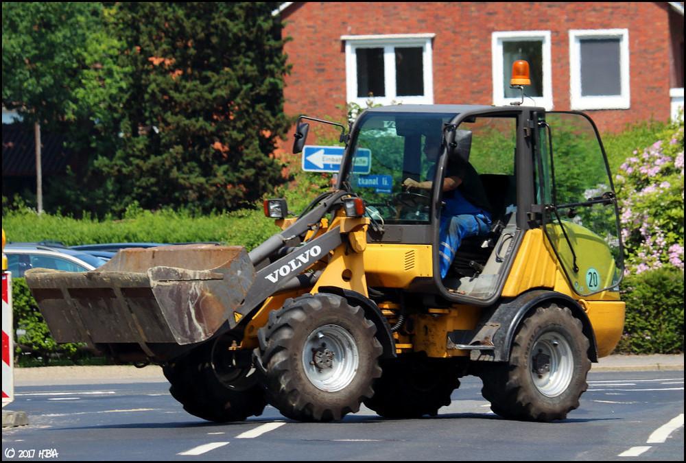 Volvo_L25B_WBW.thumb.jpg.175900df113f0dfec38631dc6eab068e.jpg