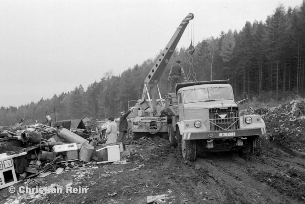 h-sw-068-06-Film2-Stahl-Schrott-Abladen mit ADK63 und KrAZ 256B Erzschwinde Sonntag 04.11.79-41.jpg