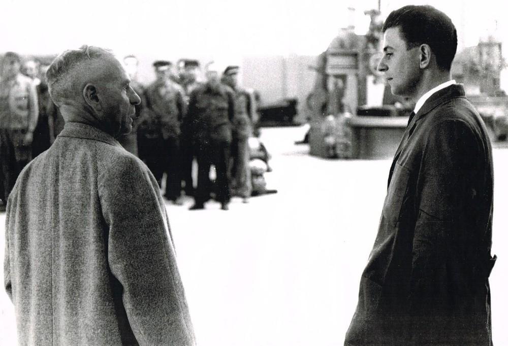 Hinrich Weyhausen (li.) und Jochen Sauer 1960 bei der Eröffnung des ATLAS Baggerwerkes in Ganderkesee (1920).jpg