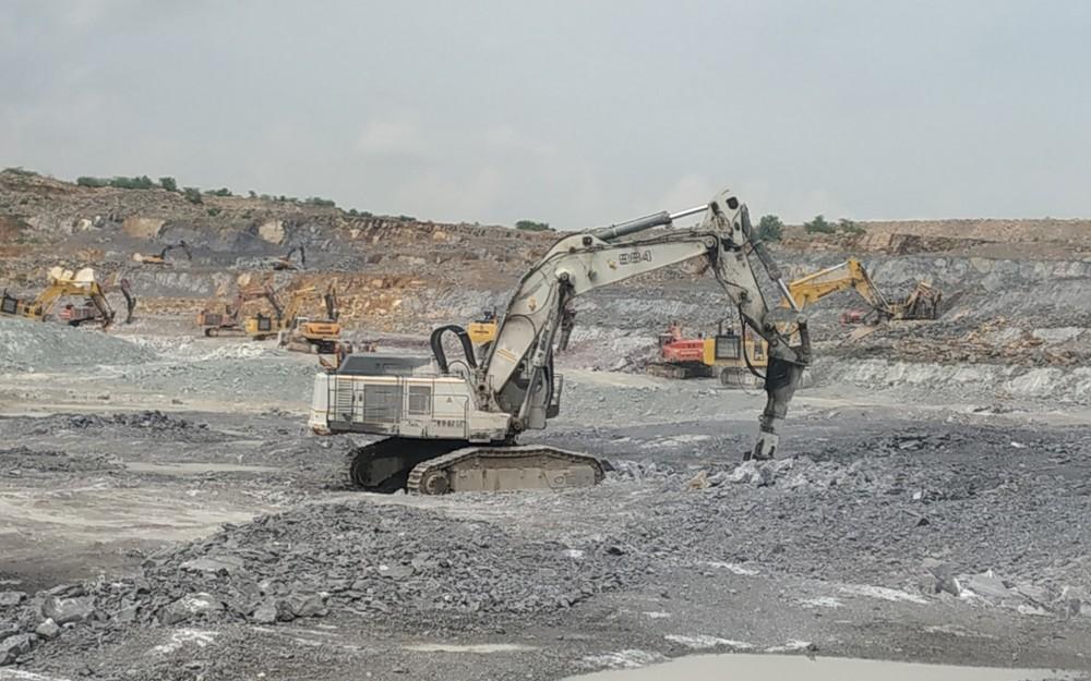 Epiroc HB 10000 at BIRLA Cement 4 (Kopie).jpg