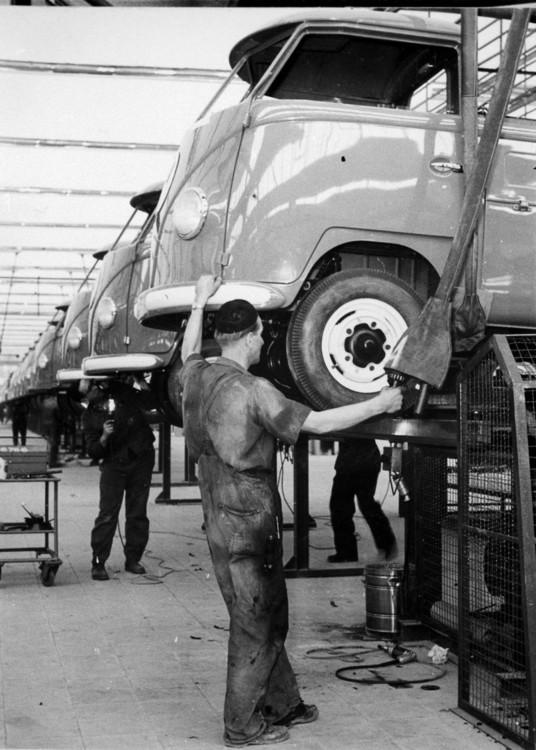 1956 - T1 -im Montagebereich Halle 1 NF00_0010 (1920).jpg